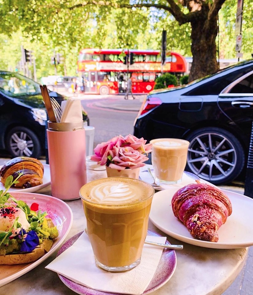Alfresco brunch at Elan Cafe, image courtesy of Elancafe
